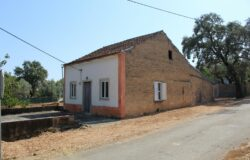 Old house to renovate for sale between Tomar and Ferreira do Zêzere, Central Portugal