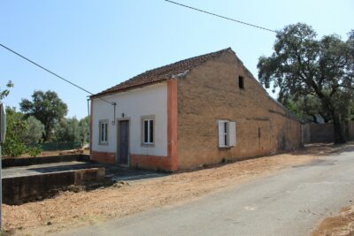 Old house to renovate for sale near Tomar