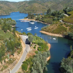 Amazing property with 3 apartments for sale, in Lago Azul, Central Portugal at Ferreira do Zêzere for 472150