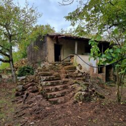 Old stone house in a idyllic location for sale in Central Portugal at Ferreira do Zêzere for 42000