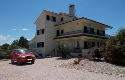 Six bed villa with swimming pool for sale in Alvaiazere Central Portugal