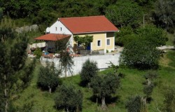 Three bed cottage in a secluded position for sale near Tomar Central