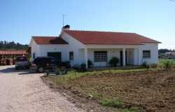 Two bed detached house for sale near Tomar central Portugal