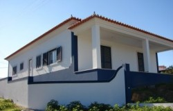 3 Bed detached house with garden for sale near Tomar in central Portugal