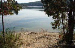 Lake frontage, two bedroom house set in a very peaceful and private location, near Tomar