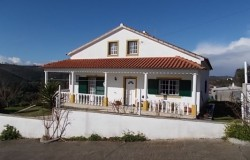A spacious 4 bedroom house with lake views for sale near Tomar, central Portugal