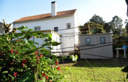 Country house with mature garden for sale near Ferreira do Zêzere