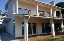 A recently built villa with lake views for sale near Tomar, Central Portugal
