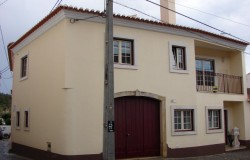 Restored 2 bed house for sale in Rio de Moinhos central Portugal