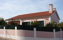 Two bedroom detached house for sale near Tomar central Portugal