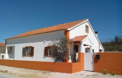 Three bed house with outbuildings and garden for sale near Tomar central Portugal