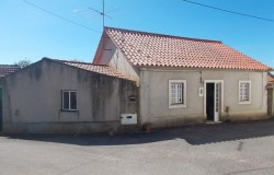 SOLD // 3 Bed cottage with garden for sale near Tomar, Central Portugal