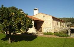 3 bedroom detached stone farmhouse for sale near Porto de Mós central Portugal