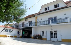Detached house with swimming pool for sale near Torres Novas, central Portugal