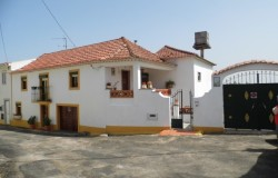 Semi detached 3 Bed Village House with garden for sale near Tomar, Central  Portugal