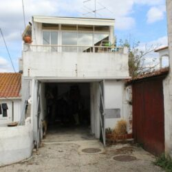 A habitable three bedroom property with a small terrace and garage for sale 10 minutes from Tomar at Tomar for 40000