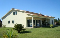 Spacious 4 bed detached house with garage and 6,640 sqm land for sale close to Tomar, central Portugal