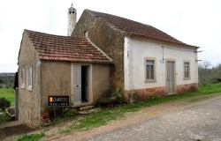 Detached cottage for sale near Ferreira do Zêzere central Portugal