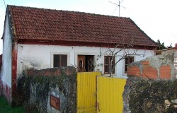 2 Bed Stone cottage with good views for sale near Tomar, central Portugal