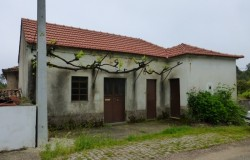 Two bedroom house for sale near Castanheira de Pera , Central Portugal