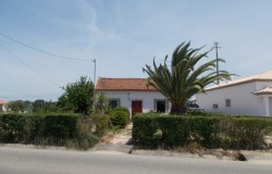 Four bed house in need or renovation for sale near Tomar central Portugal