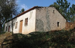 Detached stone cottage for sale in Ferreira do Zêzere central Portugal
