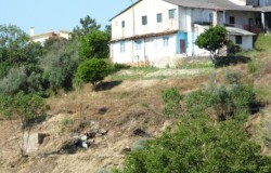 A property in need of work with great views over the countryside and the aqueduct Pegões, for sale near Tomar