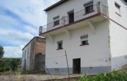 Perfectly habitable 3 bedroom detached house with 2 additional renovation projects near vila de rei