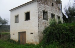 A stone cottage with flat land for sale near Tomar, Central Portugal