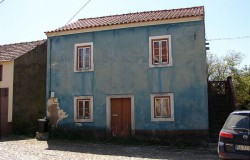 Detached Stone House with stone annexes for sale near Alvaiazere, central Portugal