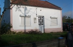 2 bed traditional cottage  for sale near Tomar central Portugal