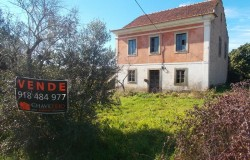 SOLD STC /// A four bed detached character stone house with 15,000 sqm of land for sale near Tomar, Central Portugal
