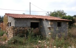 Old stone cottage in need of renovation work  for sale in central Portugal