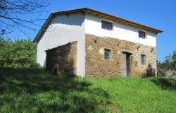 Restored stone house with country views for sale near Beco , central Portugal