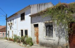 A bargain 3 bedroom property with a small garden and storage shed for sale only 15 minutes from Tomar
