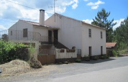Detached 3 Bed FarmHouse with 6,000 sqm of land for sale near Pedrogão Grande, Central Portugal