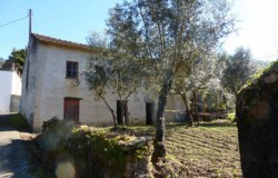 UNDER OFFER ///// A two bedroom old stone house for renovation located in a little hamlet on the shores of the Castelo do Bode