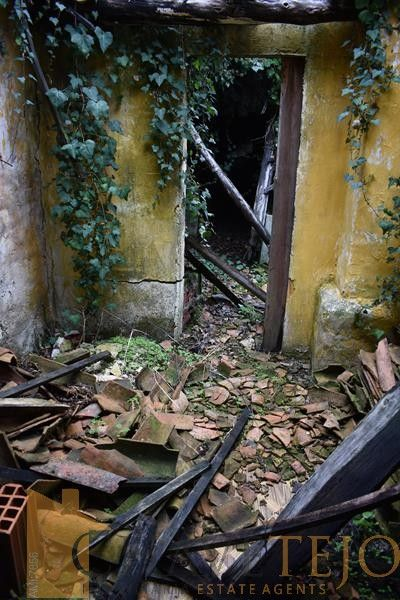 House for restoration in Ansiao
