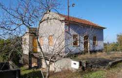 A house with great views over the countryside with around 5760sqm of land for sale near Ferreira do Zêzere and Tomar