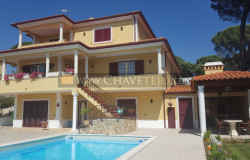 An immaculate and spacious villa set in a peaceful yet convenient location near the World Heritage town of Tomar