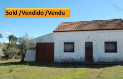 A bargain country property with nearly 5000sqm of land close to river beaches for sale only 3km away from Ferreira do Zêzere