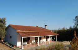 A lovely three bedroom property sat in an elevated position for sale near Tomar, Central Portugal.