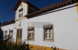 An old manor house looking to be restored back to the glory it deserves for sale near Ferreira do Zêzere