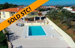 Spacious 4 Bed Villa, Swimming pool, garage, stunning views of countryside close to Ansiao