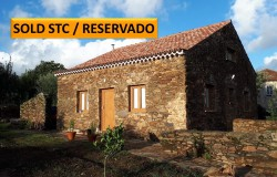 A charming 3 bedroom country property with lots of character and close to the lake for sale near Tomar, central Portugal