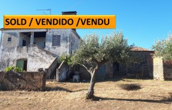 A proud old stone house looking for someone to fall in love with it for sale near Tomar, central Portugal