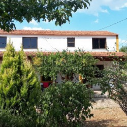 A bargain, ready to move into property with a walled garden for sale near Ferreira do Zêzere and Tomar at Ferreira do Zêzere for 86000