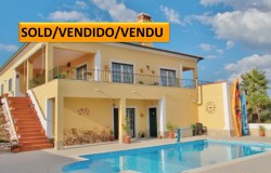 A stunning villa with excellent curb appeal and lake views for sale near Tomar, Central Portugal
