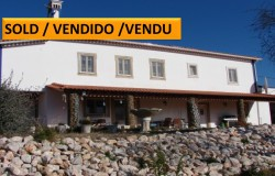 A spacious three bedroom detached house with traditional features and land for sale near Tomar, central Portugal.