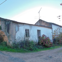 2 independent properties for sale with excellent countryside views just outside of Tomar at Tomar for 29500